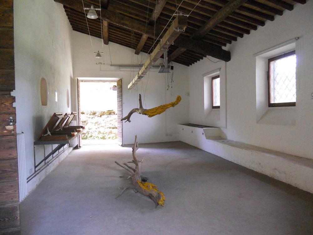 Scultura di Jill Rock, allestimento al Casale Ex Mulino in Caffarella – maggio/giugno 2013